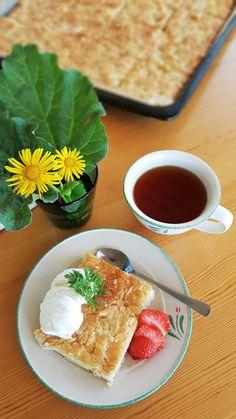 Gluteeniton raparperi-toscapiirakka   Himoleipuri 200 Calories, Waffles, Breakfast, Food, Morning Coffee, Essen, Waffle, Meals, Yemek