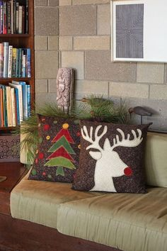 Sewing Pillows Chilly days call for easy sewing projects, and these pillows are just the thing. Use flannel or felted wool to make a decorative throw pillow for the holidays or one that you can use all winter long! Christmas Cushions, Christmas Pillow, Felt Christmas, Applique Pillows, Sewing Pillows, Throw Pillows, Christmas Applique, Christmas Sewing, Holiday Quilt Patterns