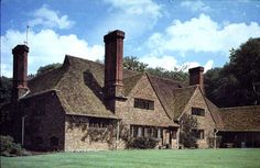 Gertrude Jekyll's home Munstead Wood - 1896 - Sir Edwin Lutyens, Surrey English Architecture, Architecture Details, Interior Architecture, Vita Sackville West, Arts And Crafts House, Home Crafts, Gaudi, Monet, Edwin Lutyens