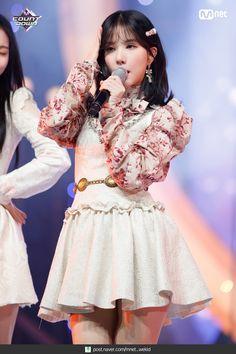 Kpop Girl Groups, Korean Girl Groups, Kpop Girls, Stage Outfits, Kpop Outfits, Jung Eun Bi, Entertainment, Tag Photo, G Friend