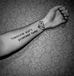 tatouage poignet phrase