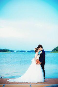空と海がとーっても美しい☀🐚✨ 素敵なウエディングフォトに憧れますね😆📷💖 出典:ザ・ヴィラ・ハマナコ