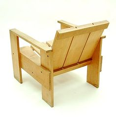 Botterweg Auctions Amsterdam > Pine-wood so called crate-chair, design Gerrit Rietveld 1934, executed by Cassina / Italy ca.1980