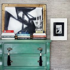 DIY Wall Art Above Green Dresser with Textured Wallpaper Modern Art with Gold Frame Books Diy Artwork, Modern Artwork, Diy Wall Art, Wall Art Decor, Black And White Abstract, White Art, Black White, Decor Interior Design, Interior Decorating