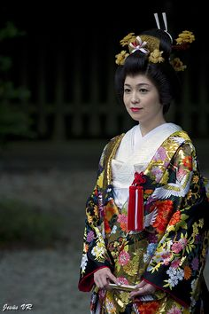 Japanese toraditional Bride dressing. It's completely different with MAIKO. Don't misunderstand.