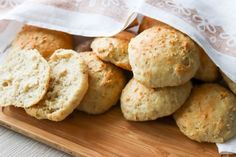 Yön yli -sämpylät - Ruoka & Koti Koti, Food And Drink, Ice Cream, Bread, Cheese, Cookies, Baking, Desserts, Recipes