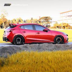 That looks soooooo gooooooood Mazda 3 Gt, Mazda Mps, Mazda Hatchback, Mazda 3 Hatch, Mazda 3 Speed, Honda Jazz, Car Mods, Sports Sedan, Japanese Cars
