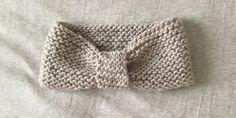 Patron gratuit pour tricoter un headband au point mousse - Knitting And Crocheting Loom Knitting Projects, Easy Knitting, Knitting For Beginners, Start Knitting, Cable Knitting, Sewing Projects, Headband Laine, Knitted Headband, Diy Baby Headbands