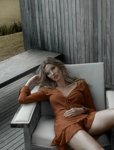 Gisele Bundchen models a lace-up dress for Colcci fall-winter 2016 campaign