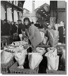 La marchande de fleurs, 1968, by Robert Doisneau via http://adrianleeds.com/publications/parler-paris-nouvellettre