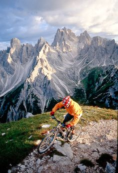 Adventure Mountain Biking in the Most Beautiful Places on Earth: Italy's Dolomite Mountains Sand In Taufers, Sella Ronda, Alpe D Huez, All Nature, Bike Trails, Adventure Is Out There, Plein Air, Rafting, Outdoor Activities