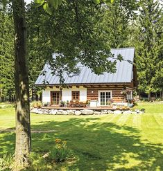 Moderní roubenka u Mumlavy | Chatař & Chalupář Timber Cabin, Timber House, Wooden Cottage, Rural House, Rustic Home Design, Weekend House, Cottage Style Homes, Natural Building, Farms Living