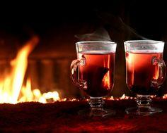 горячий глинтвейн у огня