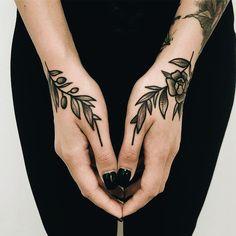 - Tattoo's - What's your favorite tattoo Maik Sante? Italy, Ferrara / coolTop Body - Tattoo's - What's your favorite tattoo Maik Sante? Italy, Ferrara /coolTop Body - Tattoo's - What's your favorite tattoo Maik Sante? Finger Tattoos, Body Art Tattoos, New Tattoos, Small Tattoos, Sleeve Tattoos, Tattoo Main, Get A Tattoo, Card Tattoo, Tattoo Snake
