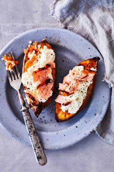 Helppo uuniruoka – katso ohjeet   Meillä kotona Avocado Egg, Avocado Toast, Chorizo, Grill Pan, Salmon Burgers, Mozzarella, Baked Potato, Grilling, Food And Drink