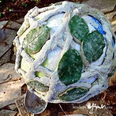 Using the concrete dipping method and some of natures leaves make a unique sphere for Garden decor. This Rope & Leaf Concrete Garden Orb is my own design! Cement Crafts, Concrete Projects, Concrete Garden, Concrete Planters, Diy Garden Projects, Art Projects, Types Of Concrete, Portland Cement, Beach Ball