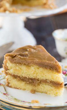 Cake Southern Caramel Cake - moist, vanilla cake with lots of ultra-sweet caramel icing.Southern Caramel Cake - moist, vanilla cake with lots of ultra-sweet caramel icing. Just Desserts, Delicious Desserts, Yummy Food, Food Cakes, Cupcake Cakes, Southern Caramel Cake, Carmel Cake, Caramel Icing, Caramel Buttercream