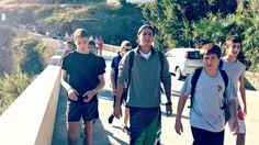 24 settembre. Una nuova giornata è iniziata al #camposcuola. Un gruppo di #ragazzi 'capitanati' da Fabio, in giro alla scoperta dell'isola.