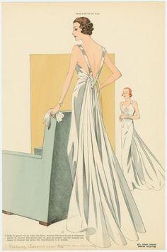 Robe de grand soir en crêpe mat blanc, montant très haut devant et richement garnie de fronces. (193-)