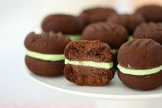These Thermomix Chocolate Mint Biscuits really are the perfect combination. Two melt-in-your-mouth chocolate biscuits filled with a delicious peppermint icing. Talk about drool-worthy! Choco Chocolate, Chocolate Biscuits, Chocolate Recipes, Chocolate Chip Cookies, Mint Cookies, Lunch Box Recipes, Candy Recipes, Baking Recipes, Dessert Recipes