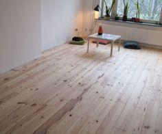 Grenen vloeren hebben een warme uitstraling, de massieve grenen vloeren van Trendvloeren kunnen wat prijs betreft concurreren met laminaatvloeren.