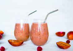 Tamarillo and Berry Smoothie Fruit Recipes, Smoothie Recipes, Smoothies, Vegan Recipes, Smoothie Ingredients, Creative People, Moscow Mule Mugs, Berry, Frozen