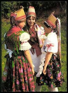 Parádi népviselet - Hungary Costumes Around The World, Folk Costume, Hungary, Romania, Ukraine, Traditional, Retro, Colors, World