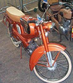 Mobylette 50 et moto Motobécane 125 cm3 quatre temps .