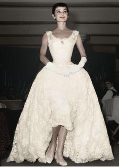 Wedding dresses vintage classy audrey hepburn Ideas Source by classy Audrey Hepburn Outfit, Audrey Hepburn Born, Audrey Hepburn Wedding Dress, Audrey Hepburn Givenchy, Glamour, Look Retro, Moda Vintage, Vintage Lace, Fair Lady