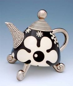 Black and white daisy floral teapot. Black and white polka dots Marc Dally Ceramics Pottery Teapots, Ceramic Teapots, Ceramic Pottery, Ceramic Art, Teapots Unique, Tea Pot Set, Teapots And Cups, Chocolate Pots, Clay Art
