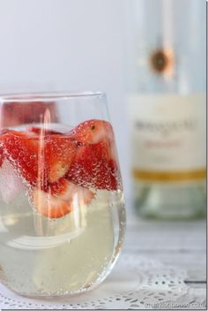 Low Calorie Moscato Wine Spritzer - The Taylor House