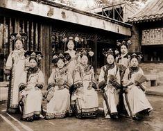 約100年前の中国で暮らす様々な階級と様々な部族の人々の様子がわかる古写真 : カラパイア