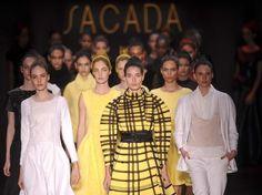 Desfile da grife Sacada - Fashion Week Rio - Fall-Winter 2013. Reportagem by Tatiana Sisti e photos Mauro Pimentel e Roberto Filho (AG News) para o Portal Terra. Desfiles Completos postados no blog: http://solta-a-guela-maria-ruela.blogspot.com.br)