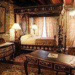 Une somptueuse chambre meublée d'antiquités et pourvue du confort moderne pour faire de votre séjour un moment mémorable.