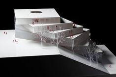 Elegantemente situado en una ladera con vistas hacia el centro cultural de Stuttgart, Alemania, 3XN ha diseñado una escuela única para Ballet en Stuttgart. Centrado entre las áreas cultura, naturaleza y residencial de la orientación del edificio está destinado en las tres direcciones.