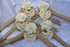 Nennen Sie Hochzeit Kleid Hanger, Brautjungfern Geschenke, rustikale Jute Kleiderbügel, 6
