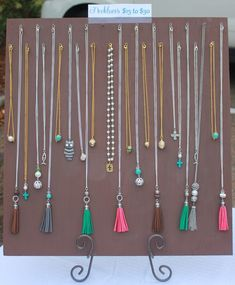 Jewelry Craft Organization Necklace Display 39 Ideas For 2019 Diy Necklace Display Stand, Jewelry Display Stands, Coin Display, Bracelet Display, Jewellery Storage, Jewellery Display, Diy Jewellery, Jewelry Design, Boutique Jewelry Display