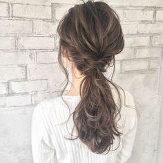 なりたい雰囲気別♡ 「ひとつ結び」アレンジ10選 - LOCARI(ロカリ) Work Hairstyles, Pretty Hairstyles, Medium Hair Styles, Curly Hair Styles, Japanese Short Hair, Hair Arrange, Love Hair, Bridal Hair, Hair Inspiration