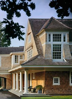 CURB APPEAL – another great example of beautiful design. Gorgeous shingle details, love the dormer beyond reason; porches, Paul Weber Architect in Boston. Shingle Style Architecture, Shingle Style Homes, Residential Architecture, Architecture Details, Coastal Cottage, Coastal Homes, Porches, Les Hamptons, Hamptons House