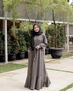 dress by Hijab Style Dress, Casual Hijab Outfit, Hijab Chic, Hijab Dress Party, Abaya Style, Niqab Fashion, Muslim Fashion, Fashion Dresses, Fasion