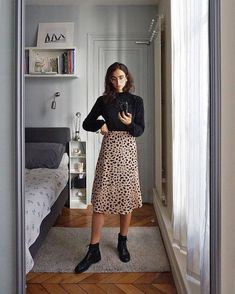 Leopard print skirt - Outfits for Work Mode Outfits, Skirt Outfits, Casual Outfits, Fashion Outfits, Womens Fashion, Skirt Fashion, Midi Skirt Outfit Casual, Skirt Midi, Fashion Trends