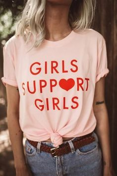 girls support girls heart graphic tee || statement tee || feminist fashion || how to style a t-shirt || casual outfit inspiration || t-shirt slogan || street style || women's march
