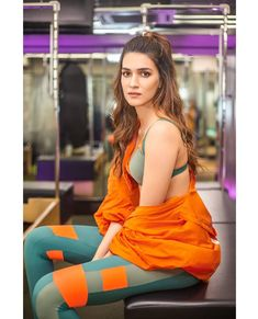 Like It 👍 or Love It 😘 Kriti Sanon looks Super gorgeous Hot Images Of Actress, Indian Actress Hot Pics, Bollywood Actress Hot Photos, Indian Bollywood Actress, Beautiful Bollywood Actress, Bollywood Bikini, Bollywood Girls, Bollywood Fashion, Bollywood Saree