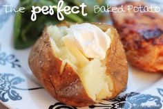 I love, LOVE baked potatoes! going to try this . The Perfect Baked Potato I Heart Nap Time Potato Dishes, Food Dishes, Potato Food, Side Dishes, Potato Chips, Easy Potato Skins Recipe, Perfect Baked Potato, Great Recipes, Favorite Recipes