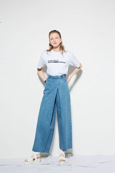 Latest top trends of women's fashion for s/s 2018 and f/w 2019 Denim Fashion, Love Fashion, Womens Fashion, Denim Flares, Colored Denim, Denim Outfit, Pattern Fashion, Urban Fashion, Latest Fashion Trends