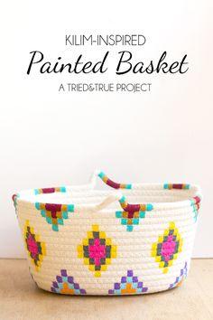 Esta Inspirado-Kilim tutorial cesta pintada es una manera fácil de probar una nueva paleta de colores diversión rápida y económica. Es tan fácil de hacer!