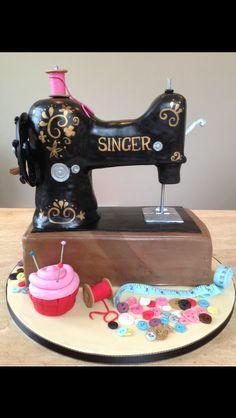 Singer sewing machine birthday cake – I made this cake for my mums birthday – Geburtstagskuchen 80th Birthday Cake For Grandma, 65 Birthday Cake, Grandma Cake, Mom Cake, 65th Birthday, Sewing Machine Cake, Sewing Cake, Sewing Machines, Rodjendanske Torte