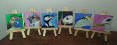 Zes miniatuur schilderijen van vogels. Alle zijn ze 5X5CM.