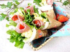大人気!挟まないサンドイッチ「サンドらず」で簡単おしゃれなお弁当を作ろう! - macaroni Appetisers, Fresh Rolls, Cobb Salad, Sandwiches, Mexican, Cooking, Ethnic Recipes, Food, Birthday