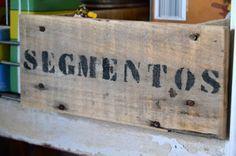 Garagem vintage: Cajas madera con nombres
